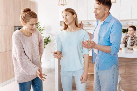 Roditelji ih ČESTO nisu ni svesni: Znakovi da LOŠE utičete na dete