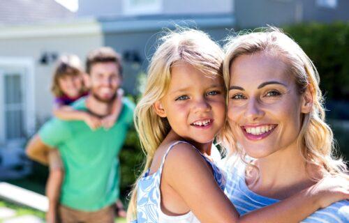Tatin smisao za HUMOR, a talenat na mamu: Osam osobina koje deca NASLEĐUJU od roditelja