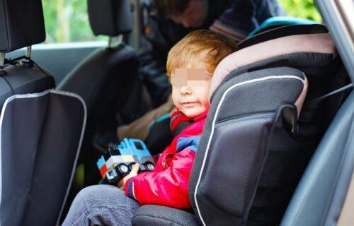 Policija primetila decu u kolima na ČUDNOM MESTU: Zaustavili su vozilo, pa se šokirali onim što su videli