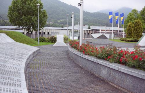 Bošnjaci NAPUSTILI sednicu: Usvojena Rezolucija o stradanju srpskog naroda u Srebrenici