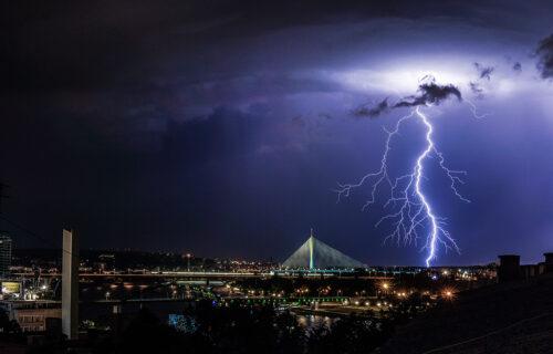 Novo UPOZORENJE RHMZ-a: Večeras u Srbiji potop, ovi delovi zemlje najviše na udaru (FOTO)