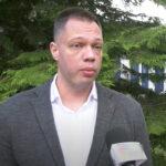 """Ima NASILNIČKU PROŠLOST: Ko je uhapšeni Petar Đurić, osnivač pokreta """"Ćale, ovo je za tebe""""?"""