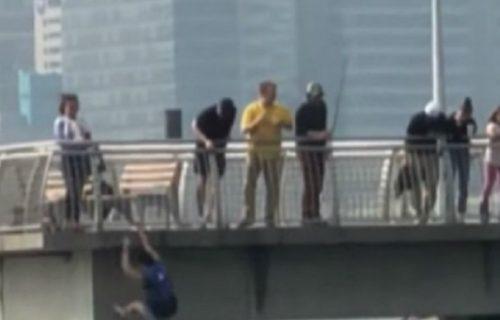 Muž i žena gledali psa kako se davi u jezeru: Zbog NAJTEŽE odluke, sve su ostavili u šoku