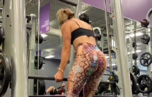 Pukle joj pantalone dok je dizala tegove: Prišao joj mladić s leđa i šokirao ju je ovim potezom (VIDEO)