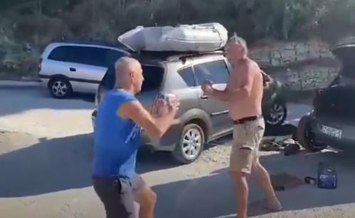 INCIDENT u Splitu: Penzioneri se POTUKLI zbog saobraćajke - sevale pesnice nasred ulice (VIDEO)