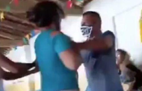 Došao sa LJUBAVNICOM na vakcinaciju, ne znajući da će mu tu biti i ŽENA: Usledila je opšta tuča (VIDEO)