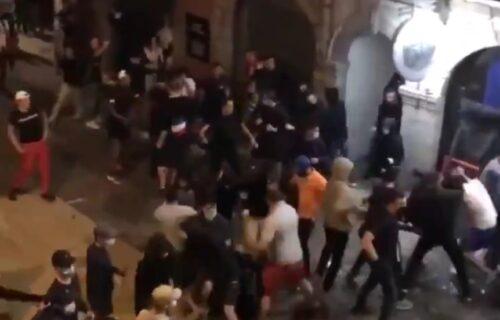 Brutalna tuča na ulicama posle poraza Francuske od Švajcarske: Letele flaše, stolice i kamenje (VIDEO)