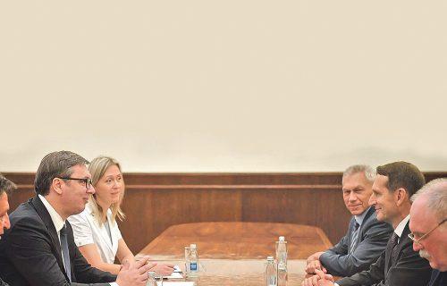 Sledi jak UDAR na Srbiju: Ruski obaveštajac UPOZORIO na ucene koje nam pakuju sa Zapada