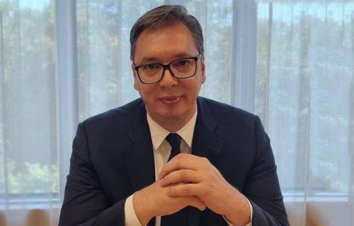 Vučić objavio FOTOGRAFIJU iz Brisela: Predsednik pokazao kako provodi vreme pred nastavak dijaloga (FOTO)