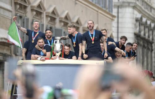 Šampioni Evrope stigli u Rim: Veliko slavlje Italijana, scene za pamćenje  (FOTO+VIDEO)