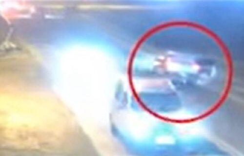 Iskočila iz auta u pokretu sa DVOJE DECE, a razlog će vas ostaviti u bunilu (VIDEO)