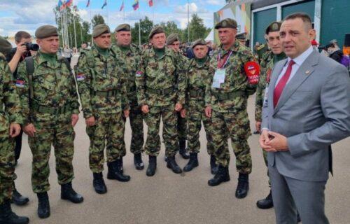 """Ministar Vulin obišao pripadnike naše armije: """"Na dostojan način predstavite Srbiju"""" (FOTO)"""