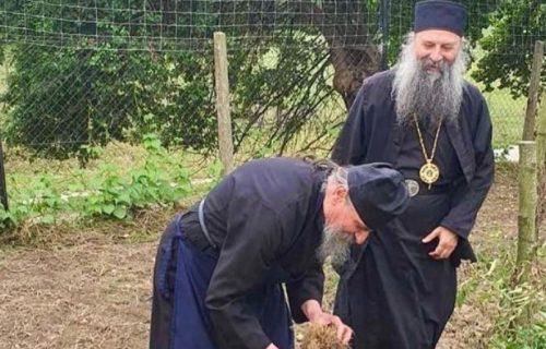 Patrijarh Porfirije posetio manastir Lepavina u Hrvatskoj: Nedostaju mi jednostavni, blagosloveni poslovi