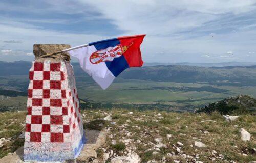 "Na Dinari osvanula SRPSKA ZASTAVA: ""Da podsetim Hrvate, ali i zaboravne Srbe"" (FOTO)"