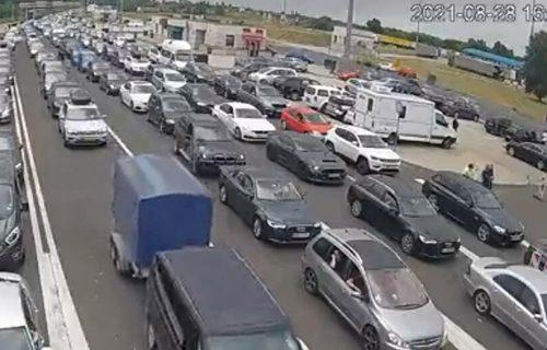 Enormne GUŽVE na Horgošu, automobili u kolonama: Na izlazu iz Srbije se čeka četiri sata (FOTO)