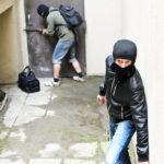 Lopov mu obio kuću i opljačkao ga pred policijskom stanicom, a onda mu je ostavio POUČNU poruku na stolu