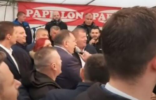 Dodik se latio mikrofona u Banjaluci i ODUŠEVIO PUBLIKU: Ustaj mala gasi sveću, jer ja doći neću (VIDEO)