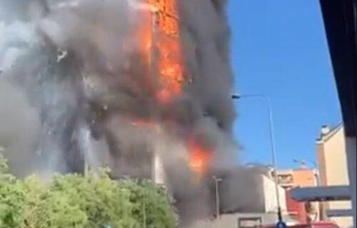 Vatra PROGUTALA ZGRADU od 20 spratova u Milanu: Stravičan požar zahvatio domove 70 porodica (VIDEO)