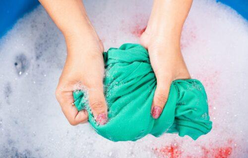 Pranje odeće NA RUKE nikada nije bilo jednostavnije: Ispratite samo nekoliko KORAKA