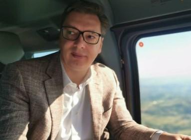 Vučić u radnoj atmosferi: Predsednički helikopter krenuo ka jugu Srbije (FOTO)