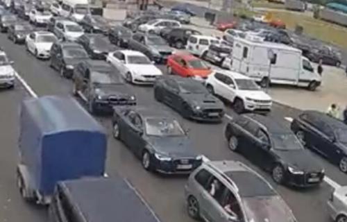 Velike GUŽVE na granicama: Vozila čekaju i do 4 sata na ulazu u Srbiju