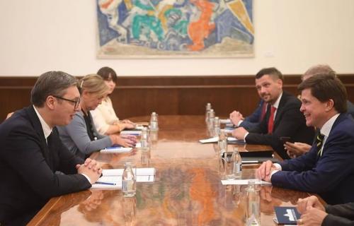 Vučić sa Norlenom: Srbija posebno želi da UNAPREDI svoje ekonomske odnose sa Švedskom (FOTO)