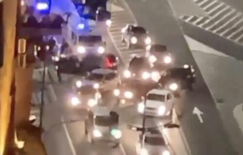 SUDAR u centru Beograda: Na parkingu ispred Skupštine opšti HAOS, saobraćaj se odvija usporeno (VIDEO)
