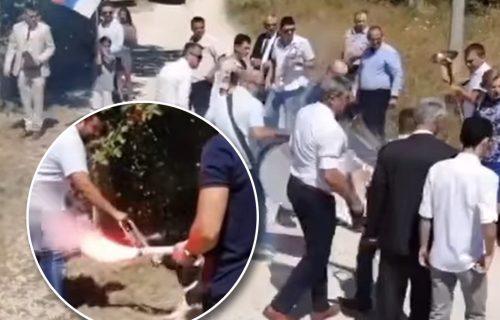 Nepozvani GOST napravio haos na srpskoj svadbi: Svatovi ostali ZATEČENI, svi se okomili na njega (VIDEO)