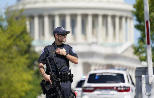 UHAPŠEN čovek koji je ispred američkog Kapitola pretio bombom: Identifikovala ga BIVŠA supruga