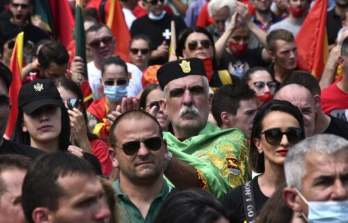 Sramni INCIDENT na Cetinju: Komite NAPALE i vređale novinare (FOTO)