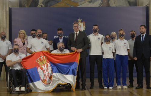 """Predsednik Vučić uručio ZASTAVU srpskim paraolimpijcima: """"Iskreno ćemo da se RADUJEMO vašim uspesima"""""""