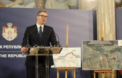 Vučić objavio SNIMAK o važnim projektima: Mostovi nas spajaju, a putevi vode u BOLJU budućnost (VIDEO)