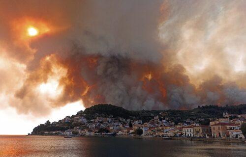 Ovo je APOKALIPSA, požar se širi: Grčka u plamenu, scene užasa svedoče o težini situacije (FOTO)