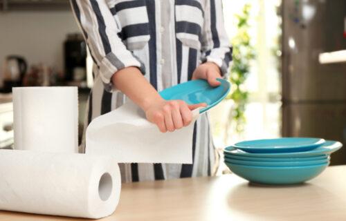 Često ga koristimo u kuhinji, ali papirnim UBRUSOM nikada ne bi trebalo da čistimo OVE STVARI