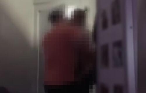 Zatvorenik dohvatio ČUVARKU, pa strastvene scene snimio telefonom: Izazvao opšti HAOS u zatvoru (VIDEO)