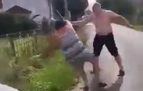 (UZNEMIRUJUĆI VIDEO) Užas kod Gračanice: Čovek metalnom palicom pretukao ženu, motiv krajnje BIZARAN