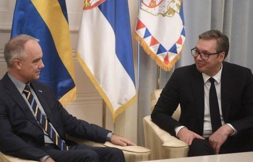 Predsednik Vučić primio u oproštajnu posetu ambasadora Kraljevine Švedske Jana Lundina (FOTO)