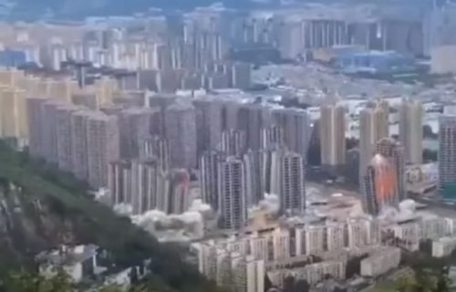Hitna EVAKUACIJA, pa namerna EKSPLOZIJA: Digli istovremeno 15 solitera u vazduh (VIDEO)