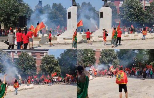 """HAOS na Cetinju: """"Komite"""" zapalile baklje na ANTISRPSKOM protestu, za propagandu koriste i decu (VIDEO)"""