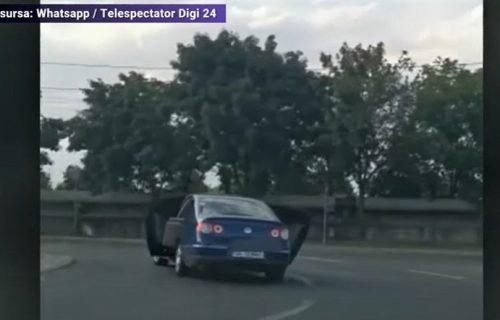 Kome treba kamion? Pogledajte kako je vozač Passata rešio problem s kaučom (VIDEO)