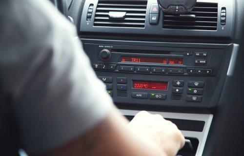 Lopovi menjaju taktiku: Nekada su KRALI kasetofone, a evo šta je danas na meti (FOTO)
