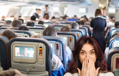 U avionu od Srbije do Grčke se desila nesvakidašnja scena: Stjuardesa pogledala u devojku i nastao je MUK