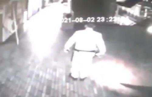 Čuvara napao DUH: Vukao ga po podu i udarao o zid, gradonačelnik u šoku objavio snimak (VIDEO)