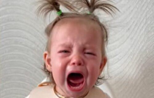 Nije mogla da smiri ćerkicu tokom doručka, pa je uradila nešto najluđe: Rezultat ju je oduševio (VIDEO)