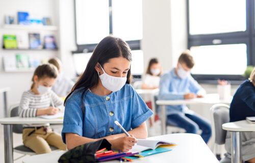 Nova ODLUKA ministarstva: Evo kako će se odvijati NASTAVA za đake od prvog do četvrtog razreda u Srbiji