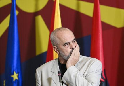 Edi Rama STIŽE na KiM: SASTAĆE se sa Aljbinom Kurtijem, razgovaraće o situaciji na Jarinju i Brnjaku