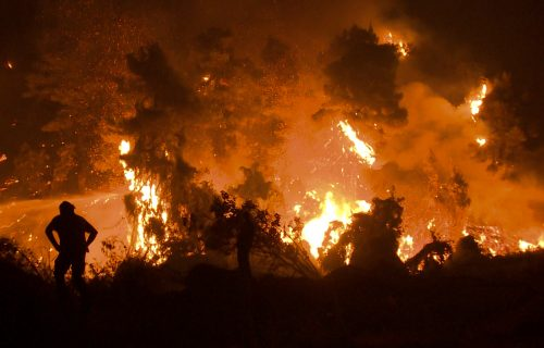 Bukti STRAVIČAN požar na Peloponezu: Helikopteri MUP-a Srbije HITNO poleteli