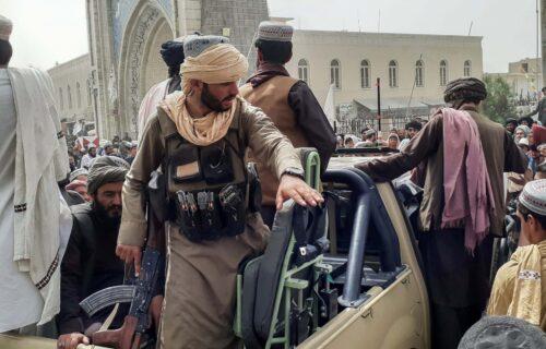 Novi HOROR u Avganistanu: Talibani zapalili ženu jer nisu bili ZADOVOLJNI kako im je kuvala