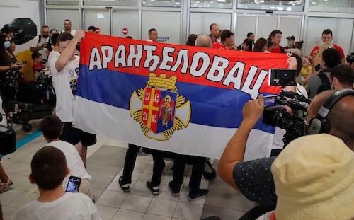 Potpuni delirijum u Aranđelovcu zbog Jovane Preković: Vatromet, pesma, slavlje do kasno u noć (VIDEO)