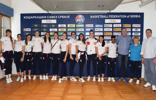 """Danilović dočekao košarkašice, pa ih odveo u """"kuću košarke"""": Marina i devojke, hvala vam na svemu (FOTO)"""
